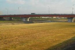 矢田川の赤い橋