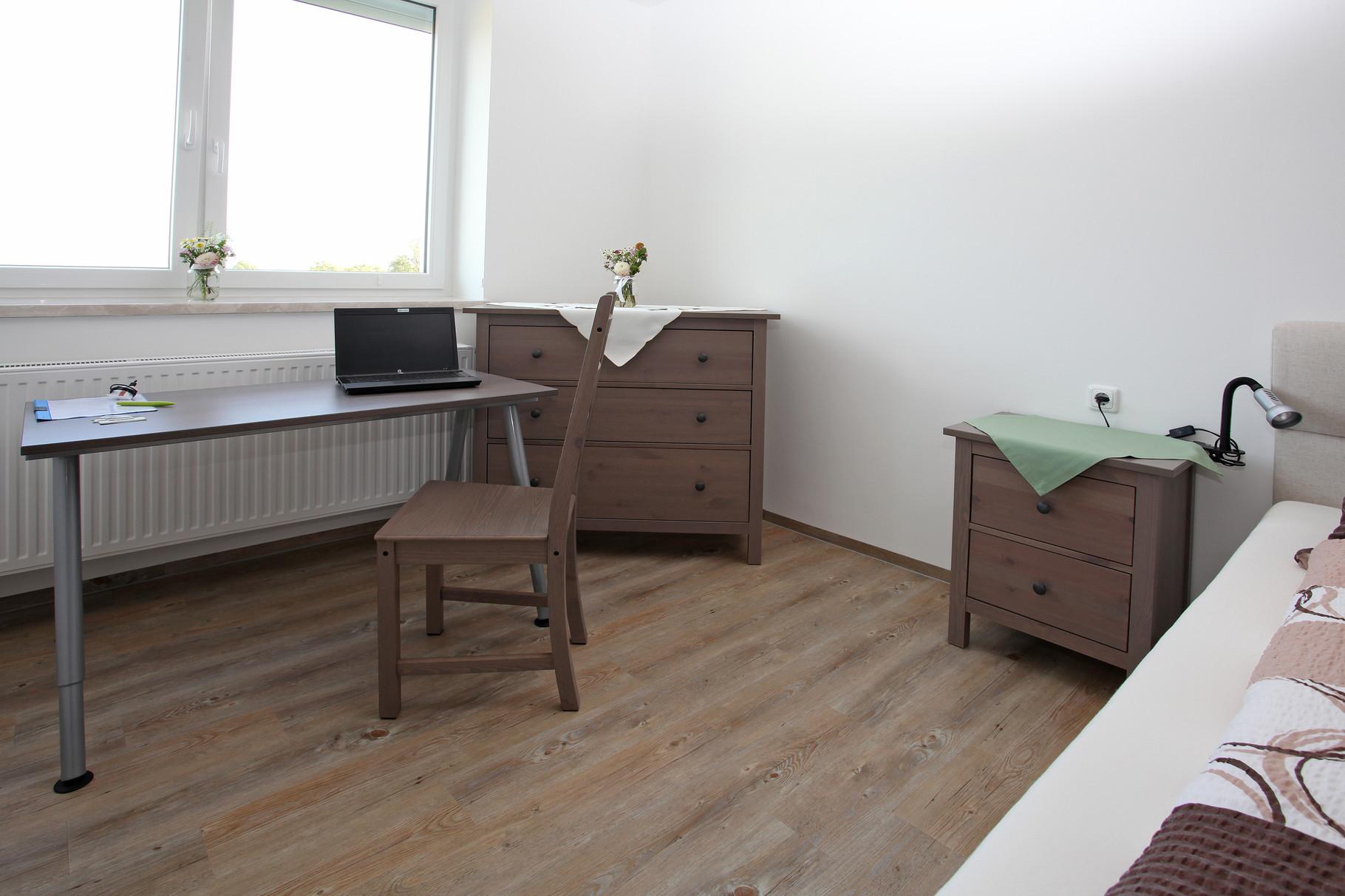 Doppelzimmer ab 900,-/Monat