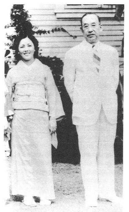 Dr. Hayashi met mevr. Takata op Hawaii