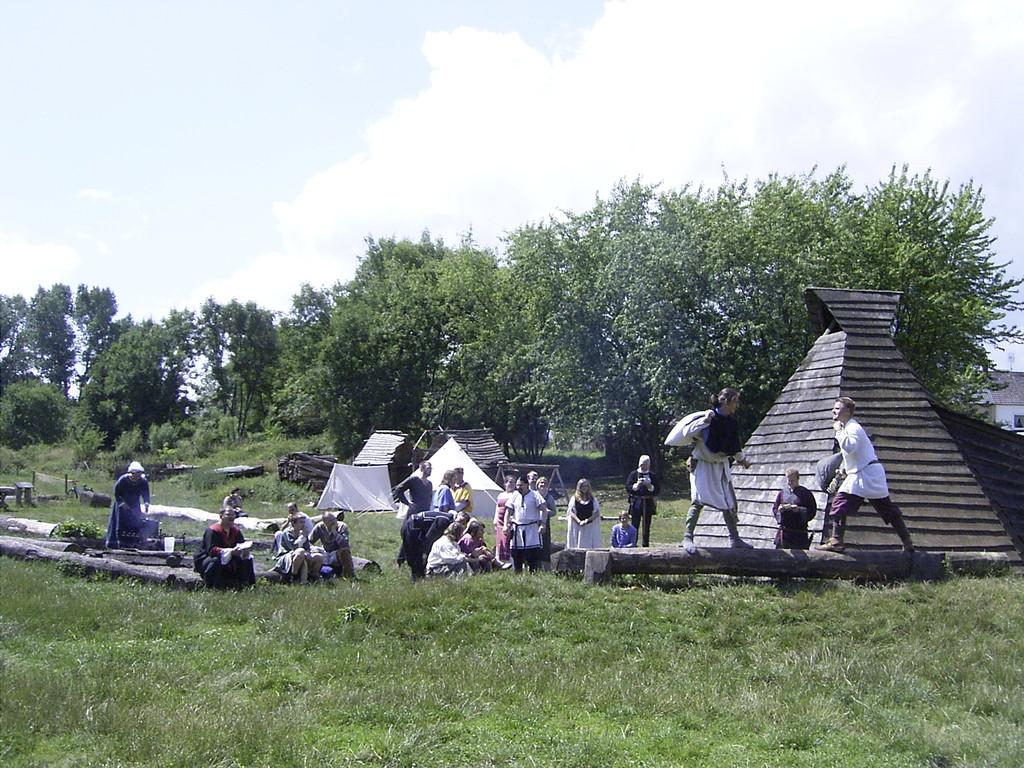 """""""Brot und Spiele"""" auf dem Geschichtsspielplatz """"Roter Hahn"""" bei Lübeck / Ostholstein"""