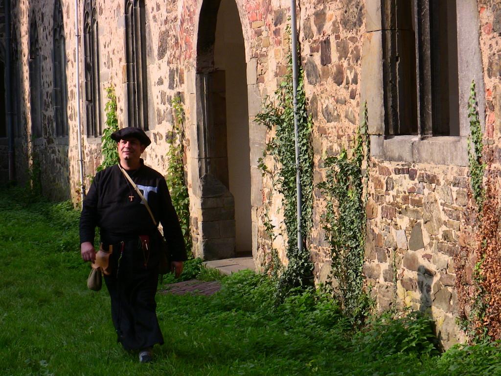 Antoniter-Bruder Ruwen Antonius im Kloster