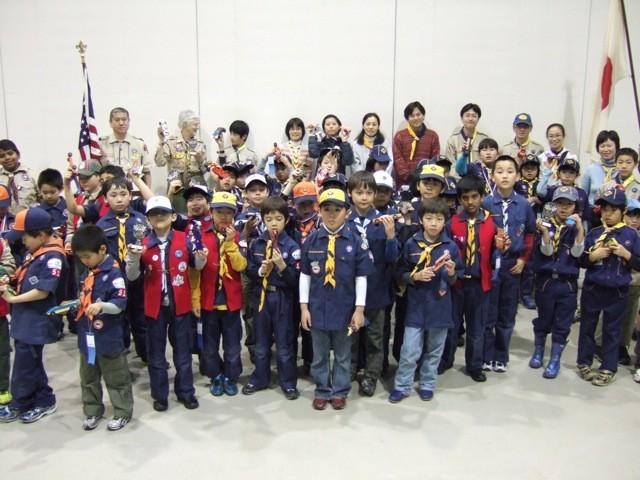ボーイスカウトアメリカのカブ隊と一緒にパインウッドダービーに参加