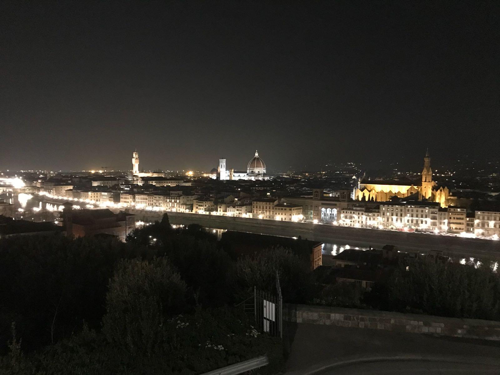 Florence de nuit, vue de la Piazzale Michelangelo