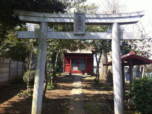 境内の中にあった熊野神社。小さなお堂です。