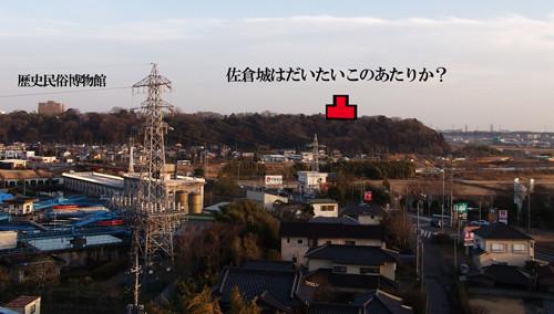 八幡神社の上から佐倉城の舌状台地を臨む。左端は歴博。赤い印が、だいたい佐倉城があったんじゃないかと思われる箇所。地元の人は「御三階」と呼んでいたそうです。