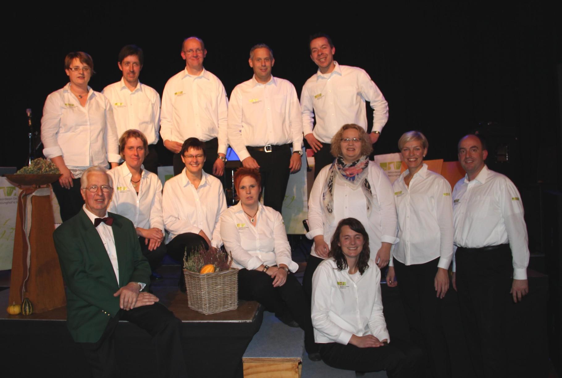 Nach dem Konzert Gruppenbild mit Dirigent