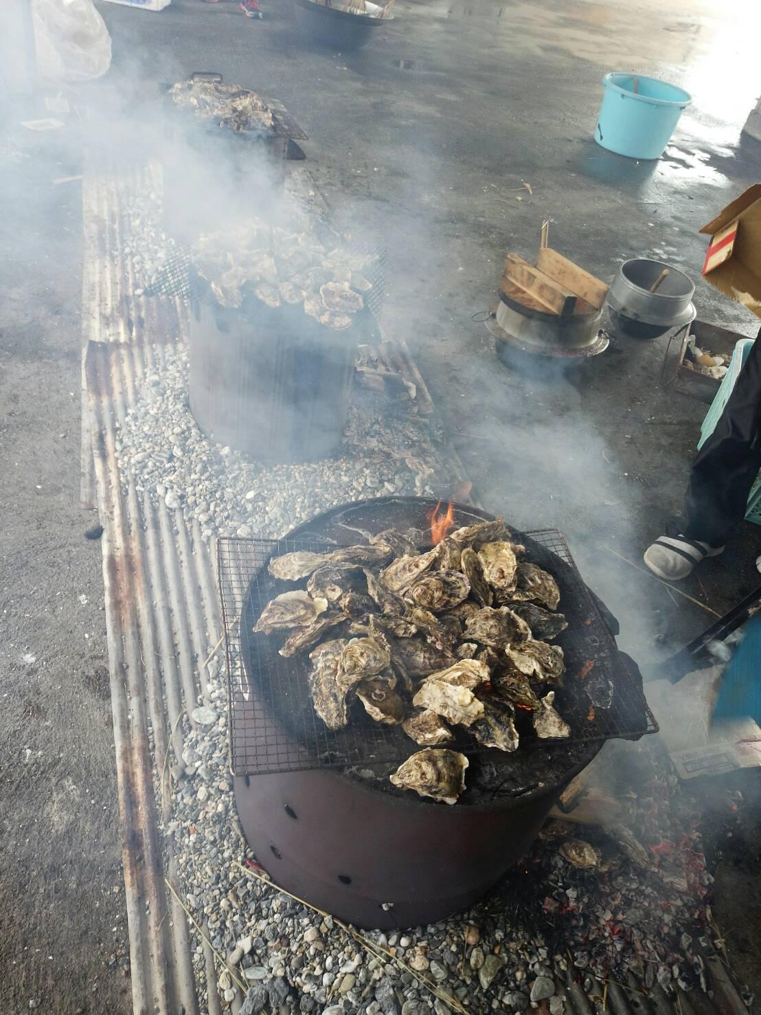 牡蠣は恒例のふるまいです。