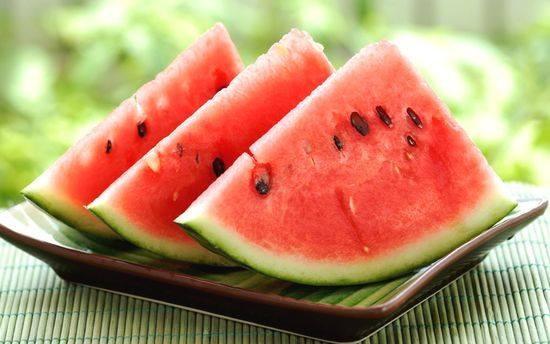 夏の旬の果物 スイカ