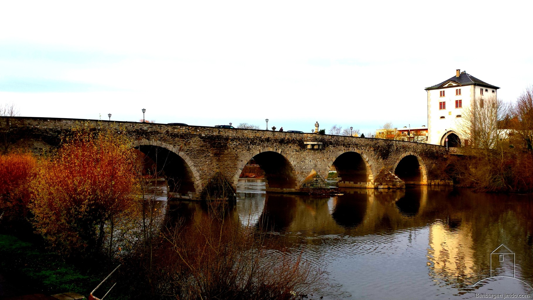 Bogenbrücke über die Lahn.