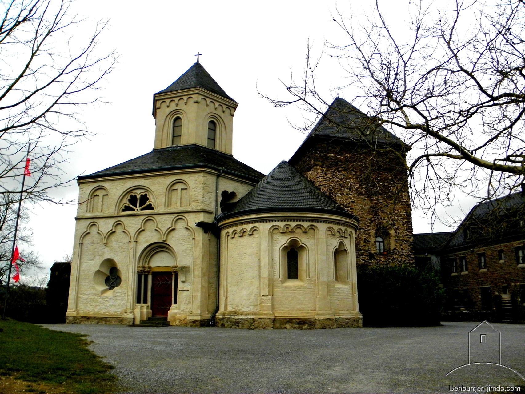 Oberburg Kobern mit Matthiaskapelle.