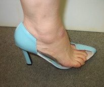 正しく靴を履くことが出来る