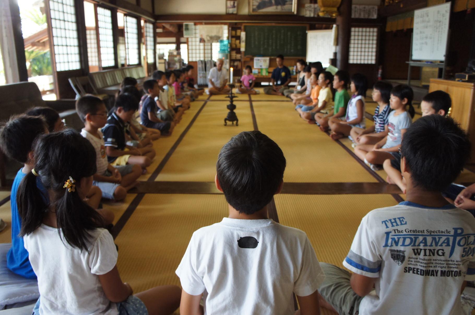 夏休みの寺子屋では座禅もしました!