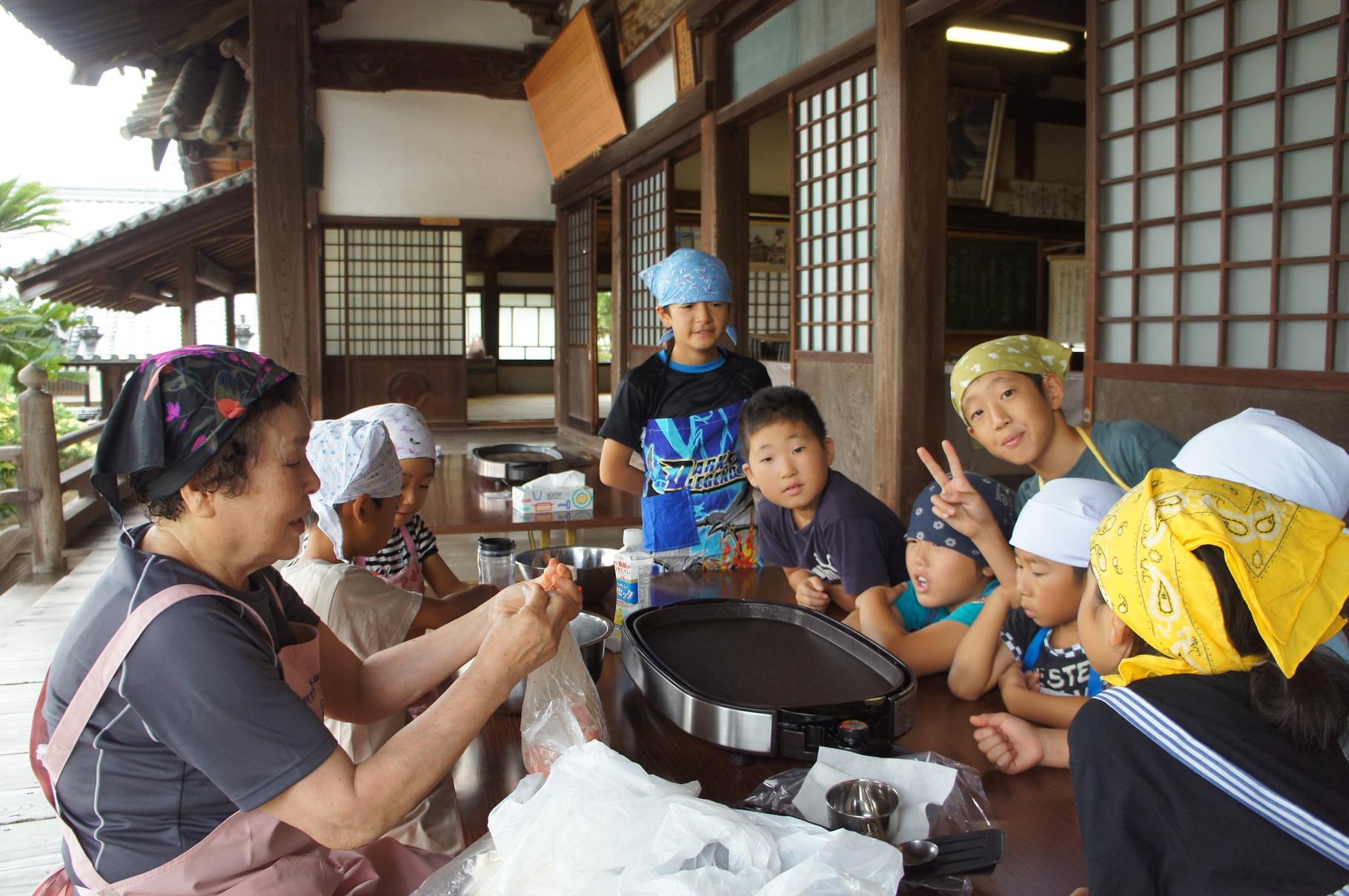 寺子屋、食育について学びました。子供だけでも作れる料理を教えてもらいました。