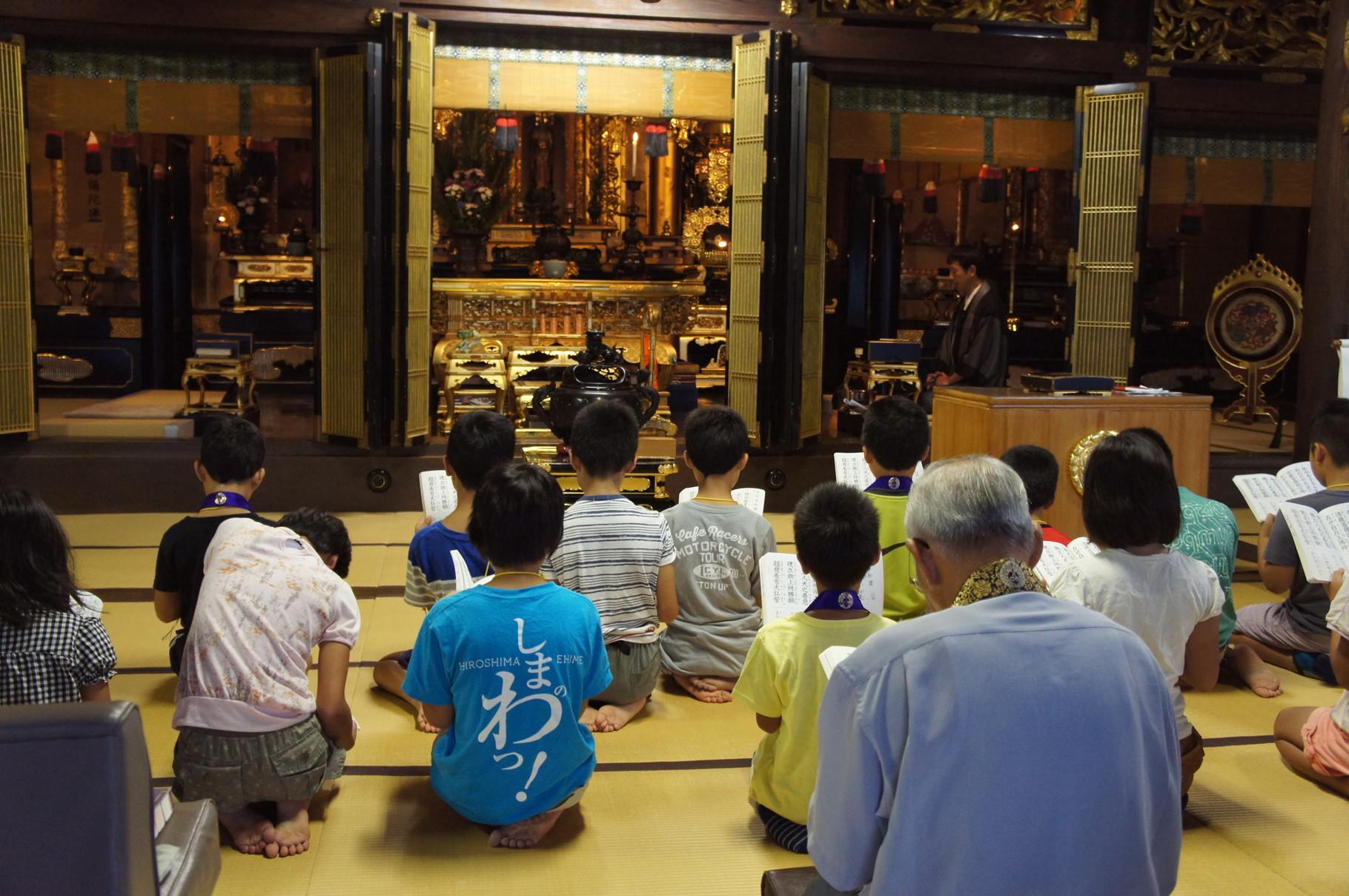 お寺は老若男女が集い、皆が同じように手を合わすことのできる場所♪
