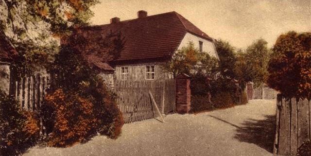 Das Wohnhaus am Friedhofsweg in den 1920er Jahren.