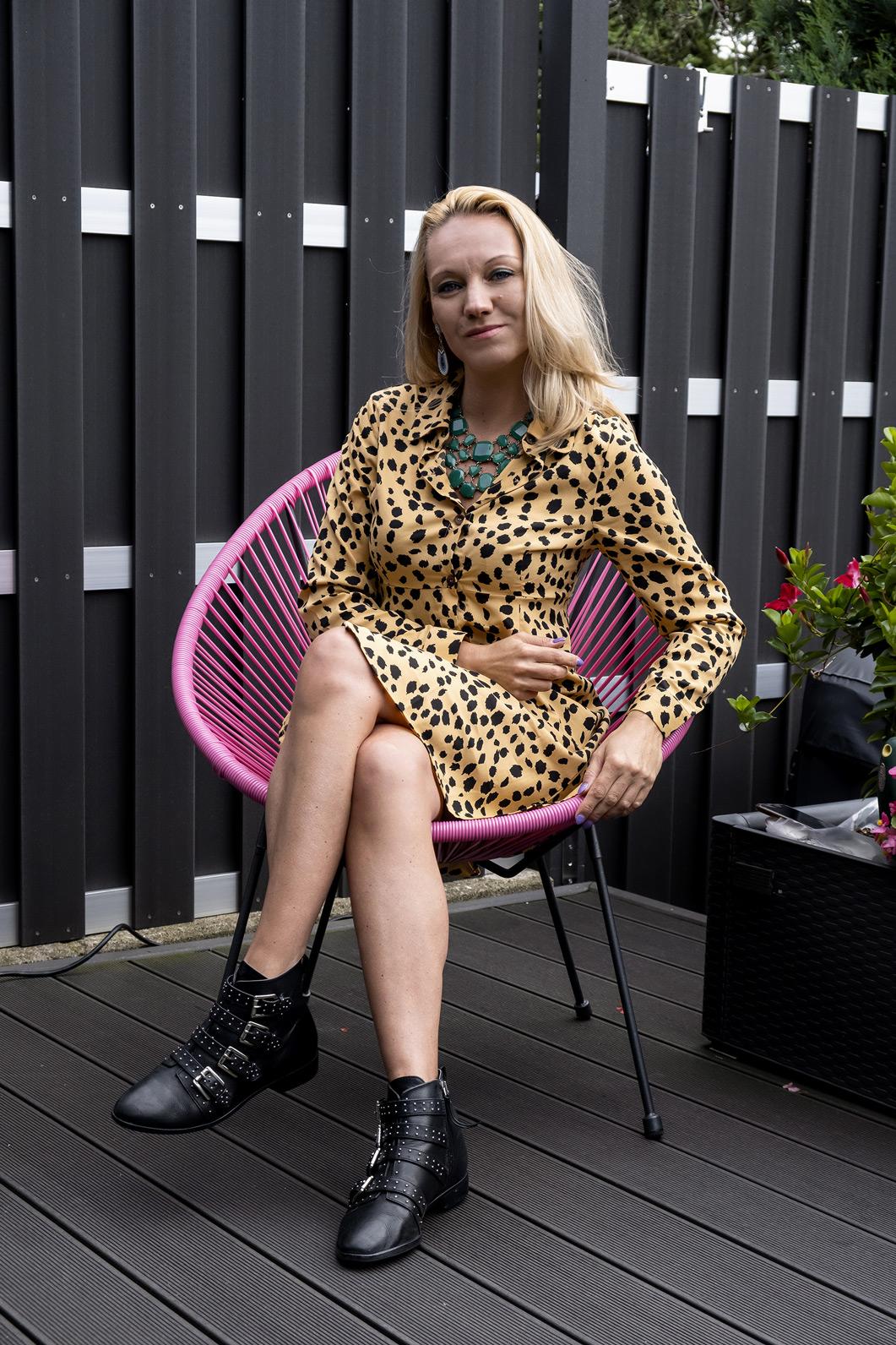 Für Dress Lover wie Bloggerin Franny Fine kann es im Herbst nicht besser laufen: Nicht zu warm, nicht zu kalt - genau richtig, um all den hippen Kleider Trends gerecht zu werden. Mit dem Skaterkleid von Wednesday Girl können zumindest auch im Herbst noch modische Akzente gesetzt werden | Hot Port Life & Style | 30+ Style Blog