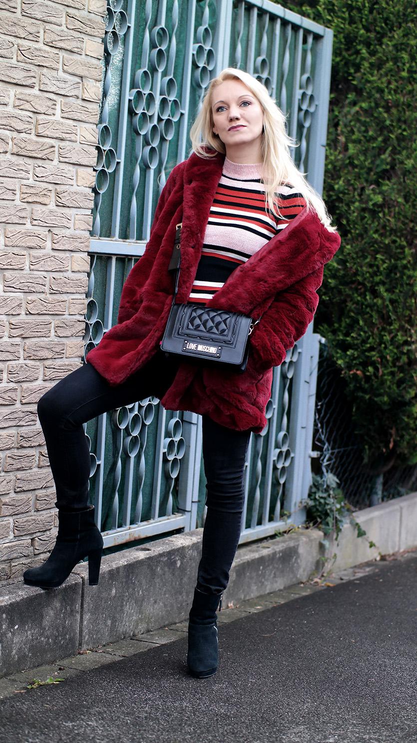 Was tun, wenn einem der Winter trist & langweilig erscheint? Ganz einfach: Sich ein paar kuschelige Klamotten wie etwa dieser Fellmantel in Signalfarbe Rot zulegen und schon wird es einem im Winter alles andere als langweilig | Hot Port Life & Style | 30+ Fashion & Trends Blog