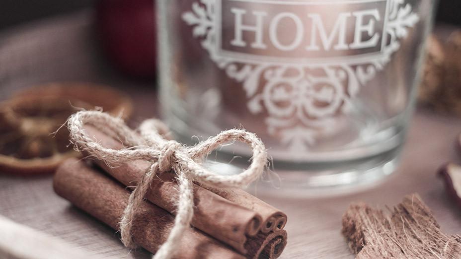 Adventszeit ist Dekozeit | Wie man sich ein gemütliches Zuhause bastelt erfahrt Ihr auf Franny´s Lifestyle Blog | Zimtstangen Päckchen