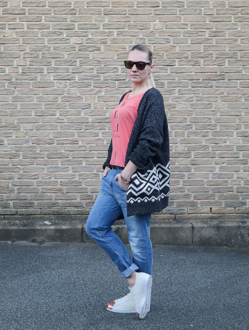 Outfit Boyfriend Jeans - Botani Le Jardin Shirt - Glamorous Norweger Cardigan - Adidas Superstars | hot-port.de | Streetstyle Blog