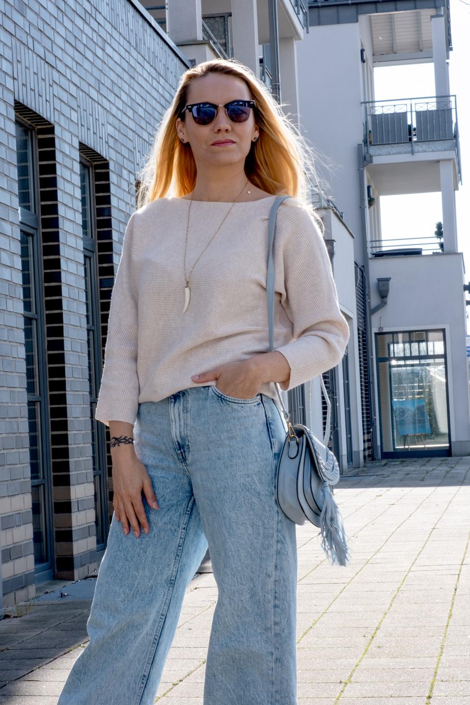 Am besten lässig & bequem müssen sie sein: Unsere liebsten Beinkleider. Welches Jeansmodell es in 2021 zum Style Favoriten schafft, verrät Euch Bloggerin Franny Fine | Hot Port Life & Style | 30+ Style Blog