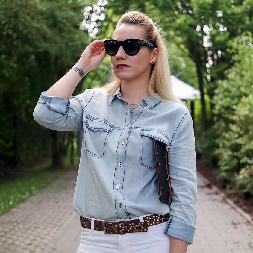 Outfit Light Blue Denim Shirt and white Jeans | Hellblaues Jeanshemd zur weißen Jeans | hot-port.de | 30+ Fashion & Lifestyle Blog