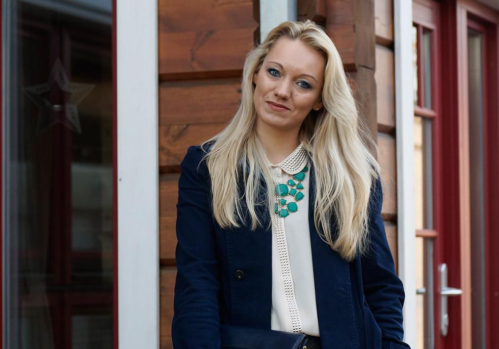 Streetstyle Look | Mein Pre Christmas Business Outfit | Mantel von Mango | Bluse von Vero Moda | Tasche Vintage | Kette von Review
