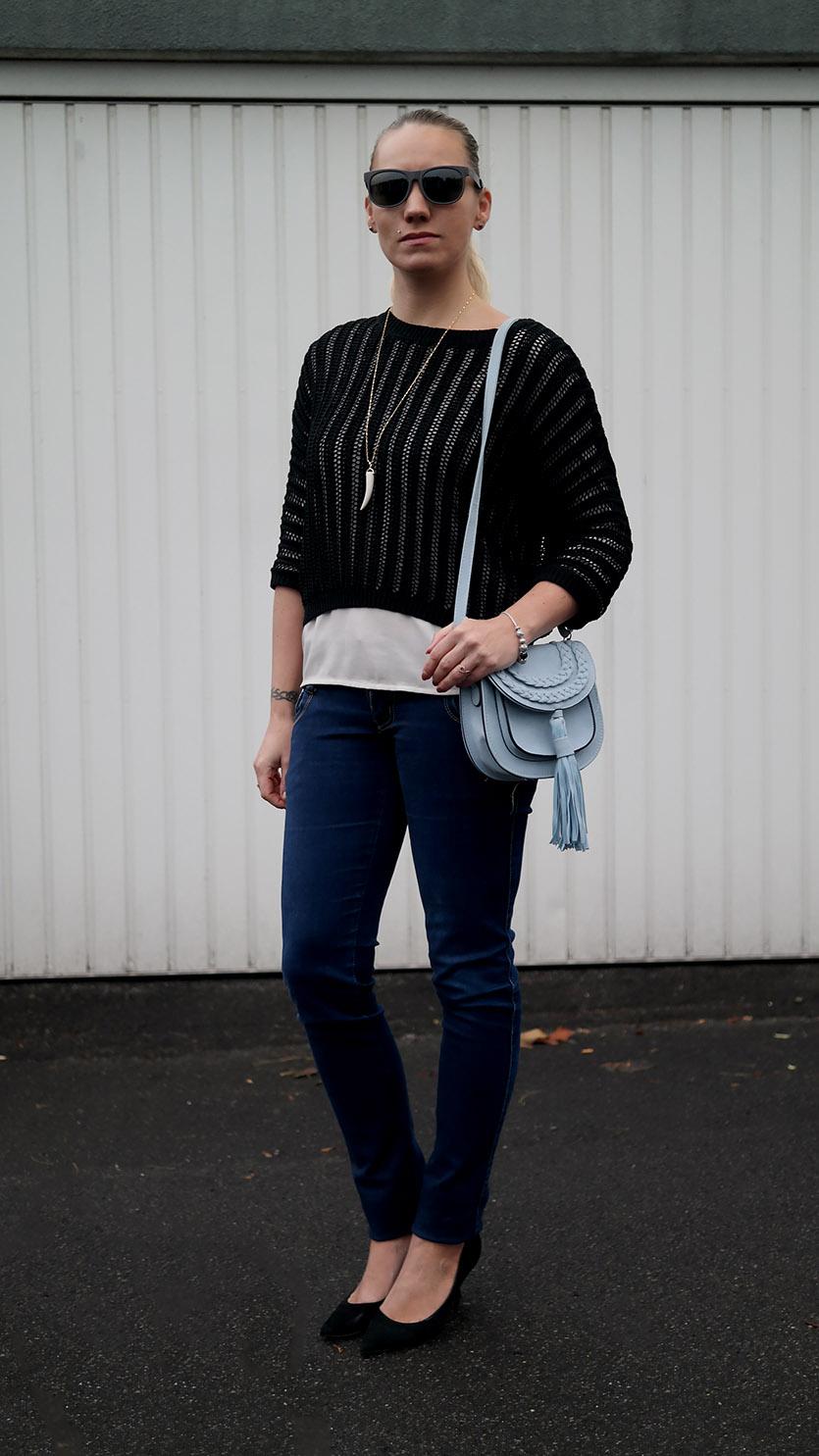 Outfit Maschenpulli von Hallhuber & Quasten Tasche | Tassel Bag | hot-port.de | 30+ Style Blog