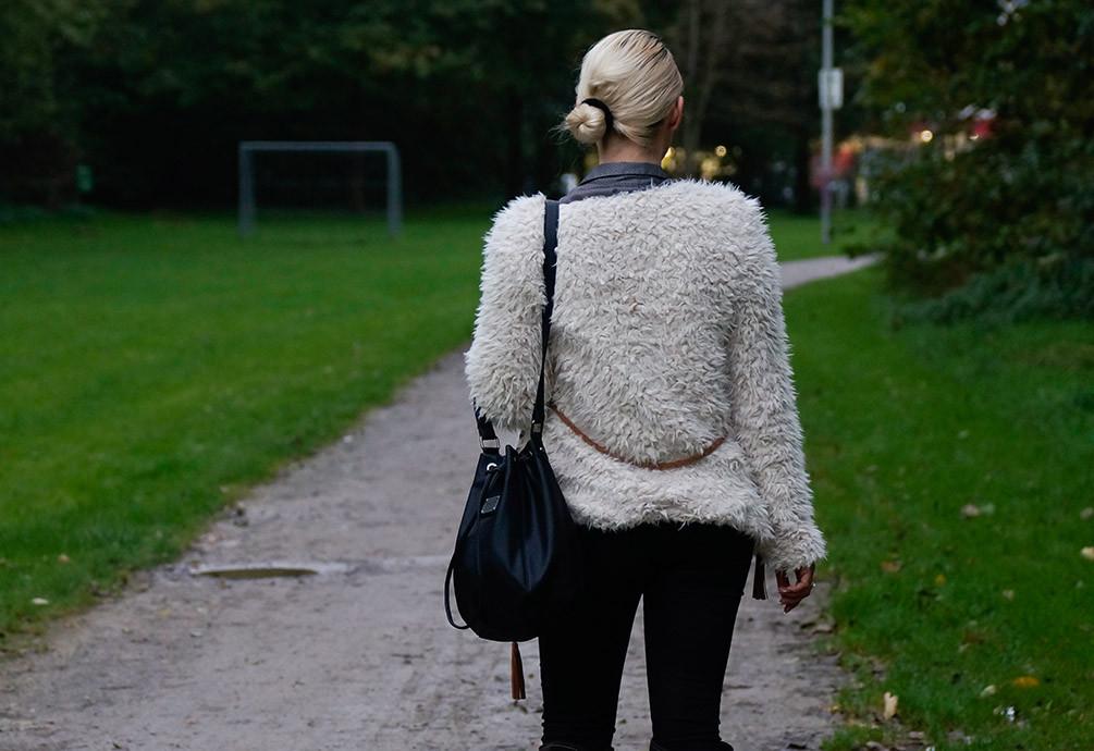 Outfit: Perfekt gerüstet für den Winter mit der neuen Plüschjacke Teddyjacke von Review | hot-port.de | Fashion Blog