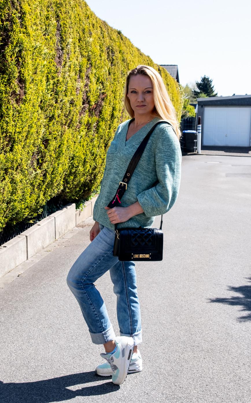 Am besten lässig & bequem müssen sie sein: Unsere liebsten Denim Jeans. Welches Jeansmodell es in 2021 zum Style Favoriten schafft, verrät Euch Bloggerin Franny Fine | Hot Port Life & Style | 30+ Style Blog
