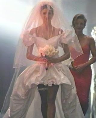 Traumhaftes Hochzeitskleid als Screenshot aus dem Musikvideo von November Rain | Guns N´Roses