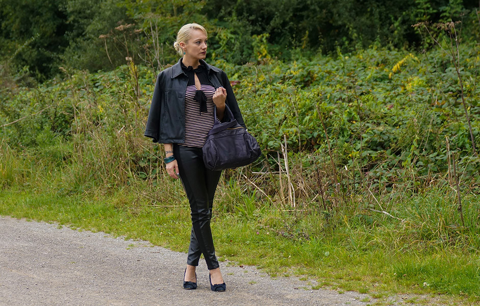 Outfit Style Leather | Trendige Kunstleder Kombination aus Leggings & Cape | Franny´s Lifestyle