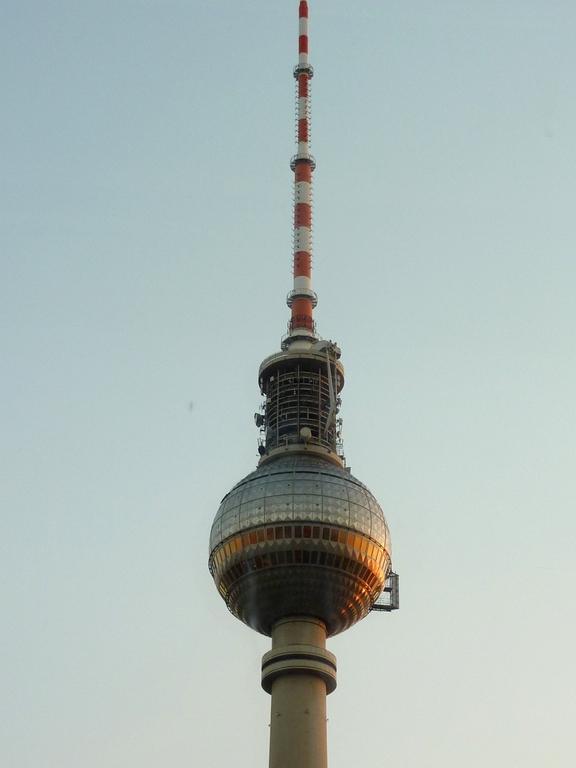 Der Fernsehturm Nahaufnahme
