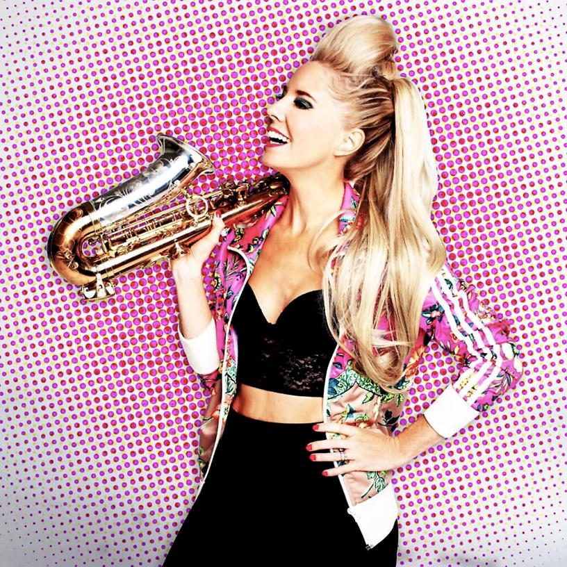 Lovely Laura - Ibiza´s beste Saxofonspielerin verzaubert inzwischen auch hierzulande sämtliche Feel Good Tunes Lovers   Hot Port Life & Style   30+ Lifestyle Blog