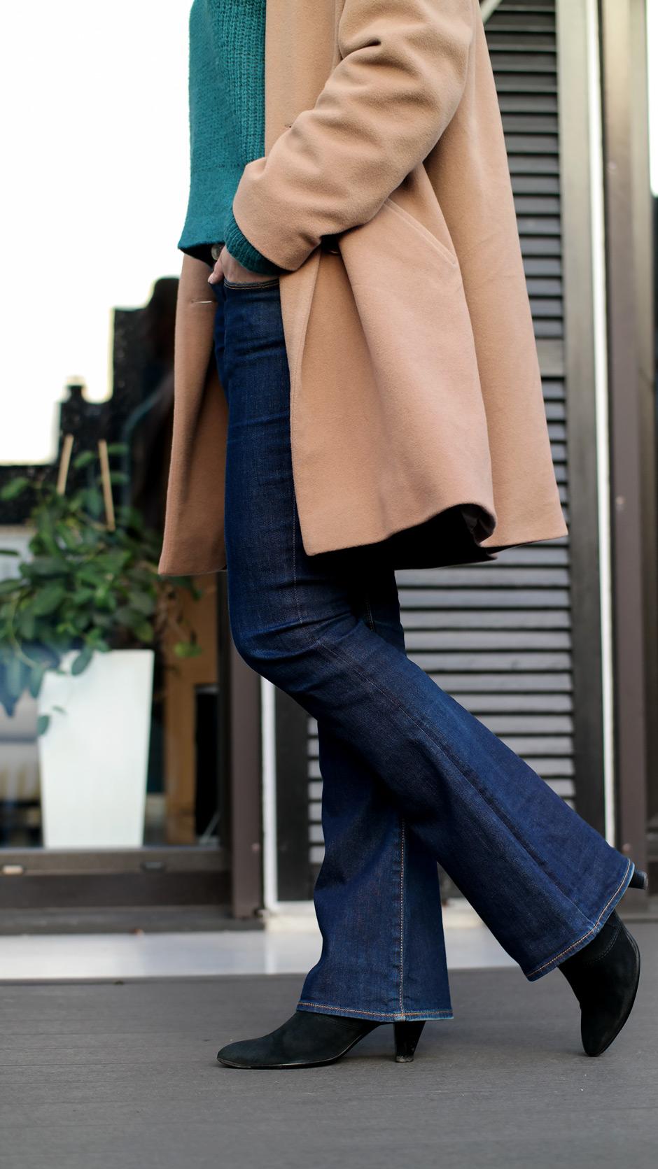 Wenn es darum geht, eine schlanke Silhouette zu zaubern, schlüpfe ich zumeist in ein dunkelblaues Jeansmodell von Guess, denn Jeans zu finden, die schlanker aussehen lassen, ist gar nicht so einfach | Hot Port Life & Style | Deutscher Mode & Lifestyle Blog