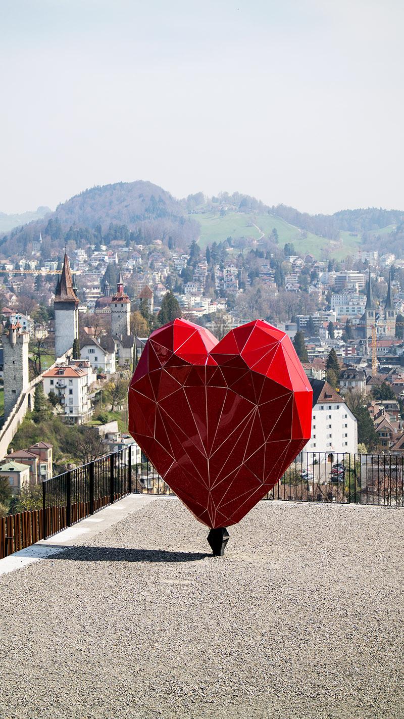 Raus aus dem Alltag & rein ins Städtetrip Vergnügen: Wenn auch Du einmal einen Tapetenwechsel brauchst, kann ich Dir einen Kurzurlaub im schweizerischen Luzern nur empfehlen! Das Touristenziel schlechthin ist perfekt zum Abschalten, vor allem oben auf dem Chateau Gütsch mit Blick auf ganz Luzern | Hot Port Life & Style | 30+ Lifestyle Blog