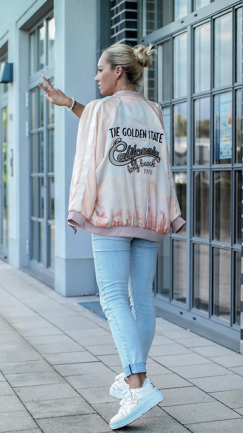 Pastellfarben sind gerade im Sommer ein Thema, dass wir unheimlich lieben! Deshalb habe ich heute ein Outfit für Euch, das mit der pastellfarbenen Bomberjacke & den coolen Platform Sneakern wie geschaffen für das Motto Pastell Liebe ist! | hot-port.de | Style & Fashion Blog für Frauen über 30