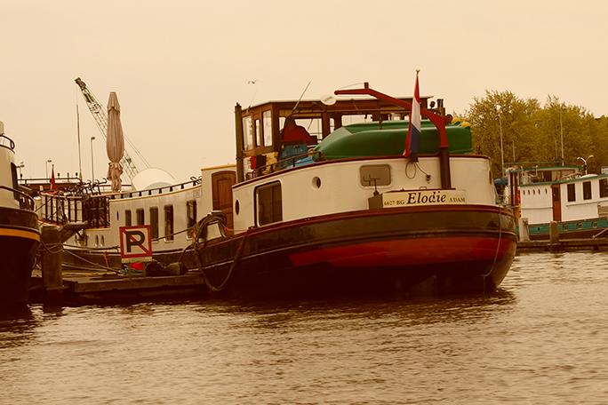 Schiff in Amsterdam namens Elodie