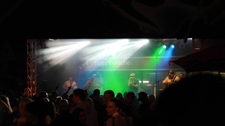 Lifestyle Trend Tankstellenfest | Wenn eine Esso Tankstelle in Bergkamen plötzlich Party macht