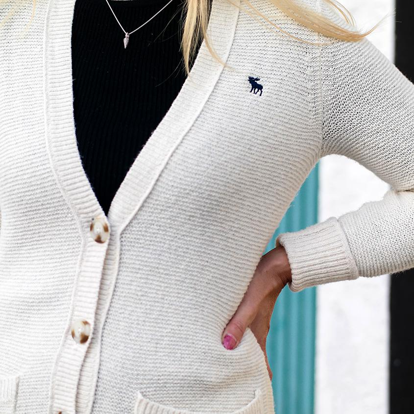 Ein ganz besonderes Merkmal des Cardigans im Boyfriend Style ist, dass er jedes Casual Outfit sofort femininer & anständiger erscheinen lässt & daher ein unverzichtbares Must Have für den Herbst ist | Hot Port Life & Style | 30+ Style Blog