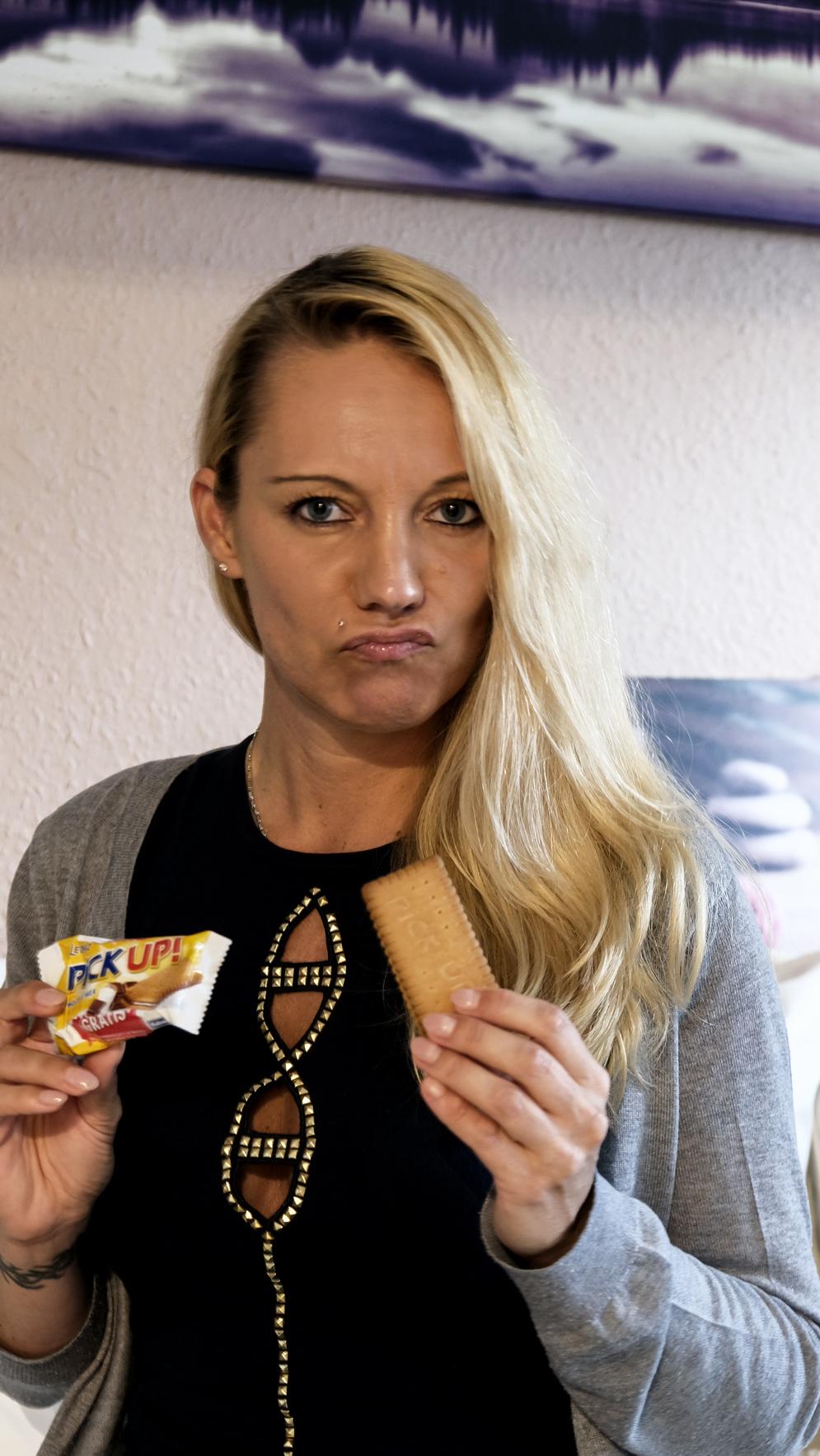 Wir wissen es seit Langem: Ein hoher Zuckerkonsum ist ungesund und gefährlich. Dass wir Deutschen zweitgrößter Zuckerkonsument der Welt sein sollen, ist absolut nichts, worauf wir stolz sein können. Auch wenn aktuelle Werbeslogans uns unterschwellig etwas Anderes suggerieren möchten, schädigt Zucker langfristig gesehen nicht nur die Zähne, sondern unser gesamtes Triebwerk | Hot Port Life & Style | Lifestyle Blog