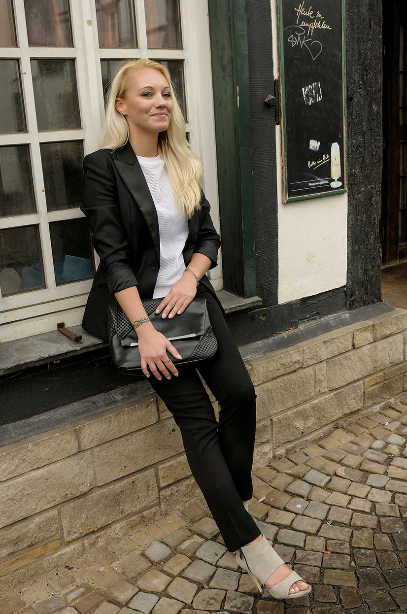 Franny Feminin Dandy Look | Smart Business Outfit with Mesh Top
