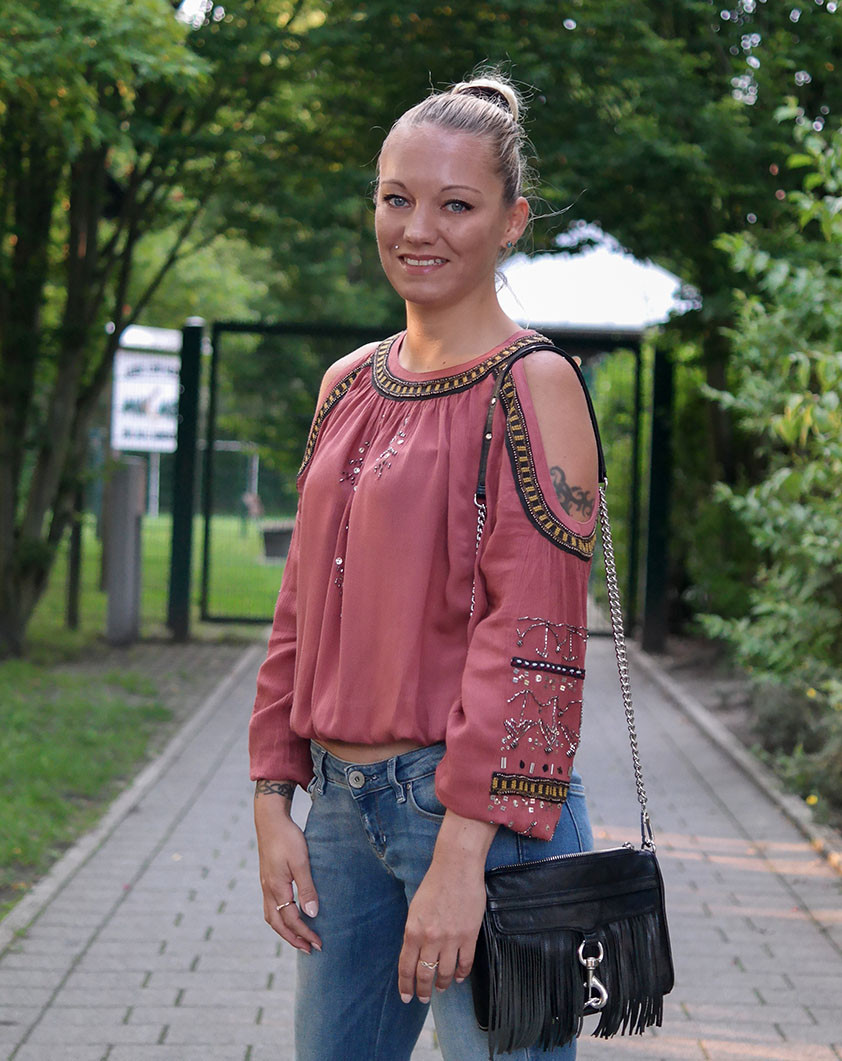 Outfit Gipsy Days | Guess Ultra Boot Low Bootcut Jeans & Free People Tuscan Tunika | hot-port.de | 30+ Fashion & Style Blog