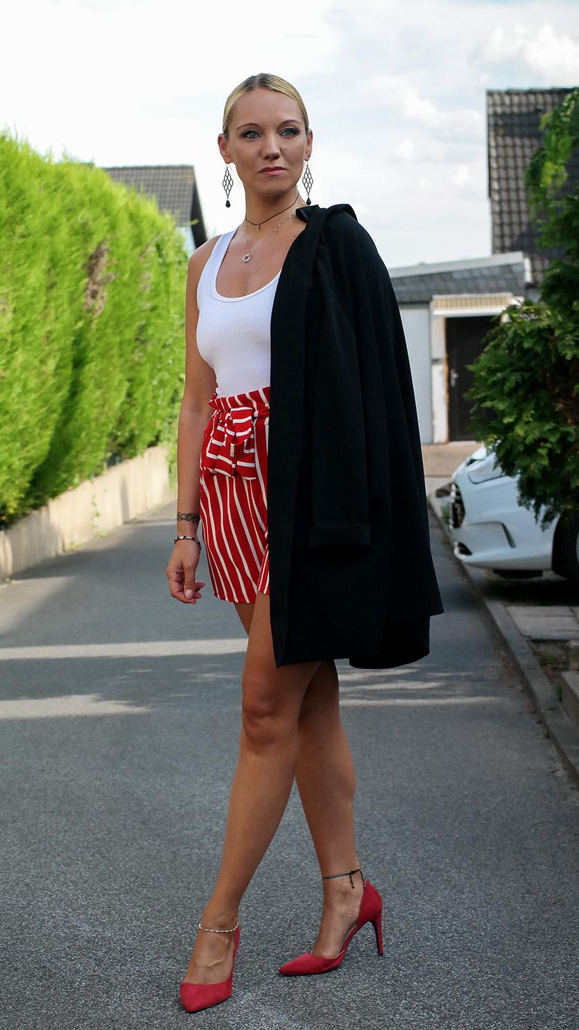 Style Trend Paperbag Shorts | Rot gestreift und mit Longblazer von Hallhuber kombiniert | hot-port.de | Fashion Style Blog