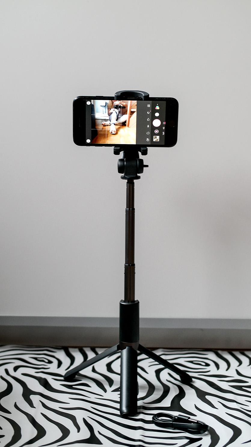 Der coolste Selfie Stick aller Zeiten | Blitzwolf Digital Lifestyle Gimmick inklusive Fernbedienung | hot-port.de | 30+ Style Blog