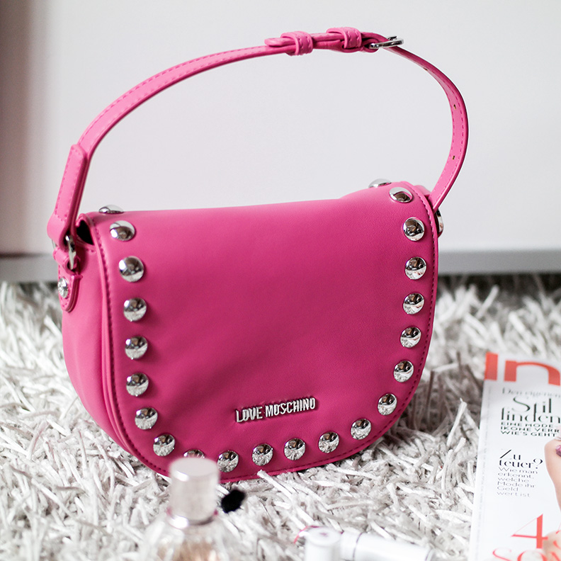 Poppy Bag | Love Moschino Studded Crossbody | hot-port.de | 30+ Style Blog