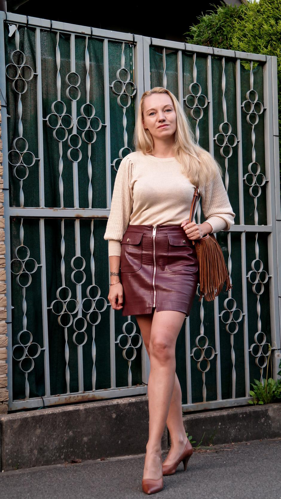 Schluss mit Stiefeln und dicken Strumpfhosen: Ich fordere endlich wieder Beinfreiheit! Damit schöne Beine gekonnt in Szene gesetzt werden können, bedarf es jedoch einiger Tricks & Kniffe. Sexy Legs sind schließlich knallharte Arbeit. Bloggerin Franny Fine gibt Euch Tipps, wie Ihr Eure Beine für sommerliche Outfits perfekt optimiert | Hot Port Life & Style | 30+ Style Blog