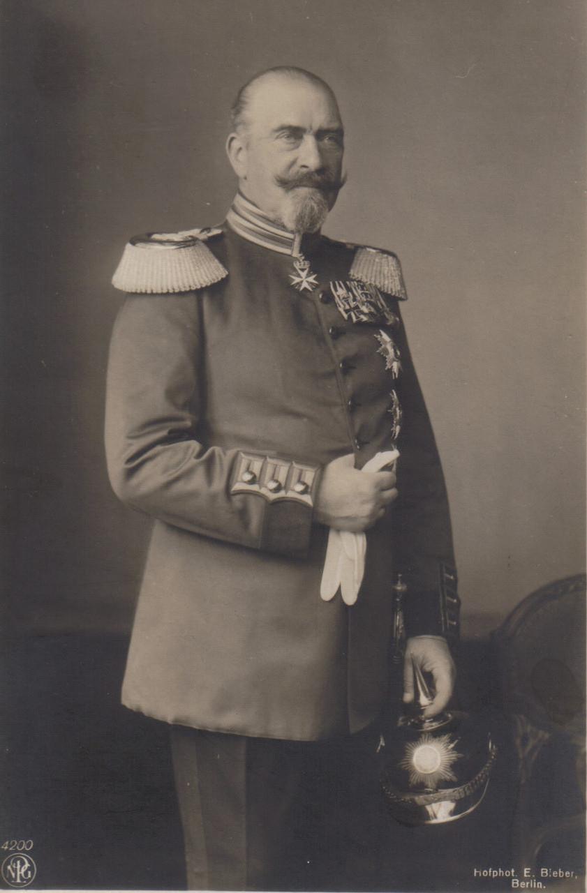 Großherzog Adolph Friedrich V. Ihm werden einige uneheliche Kinder nachgesagt.