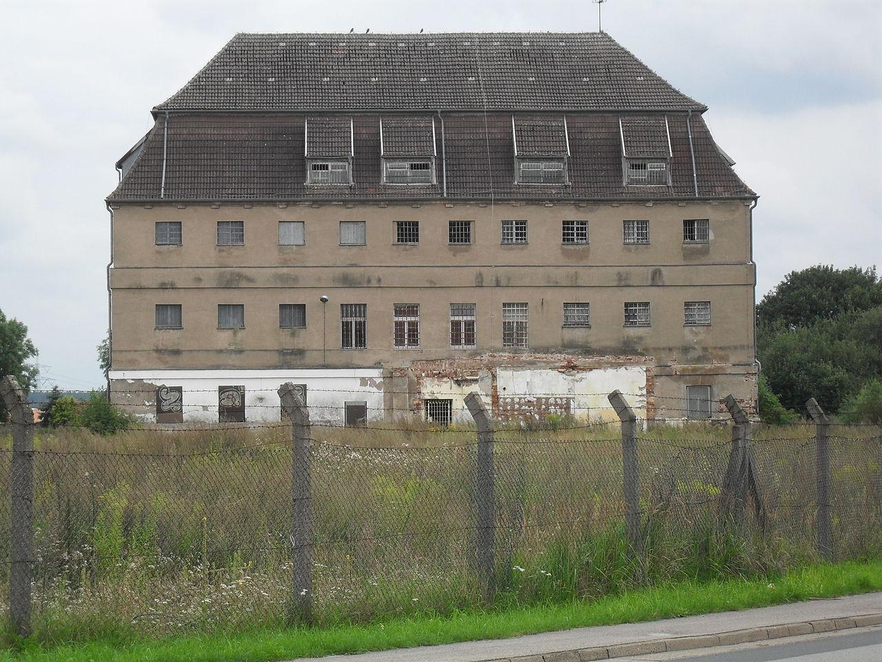 2001 wurde die ehemalige JVA in Alt Strelitz leer gezogen.