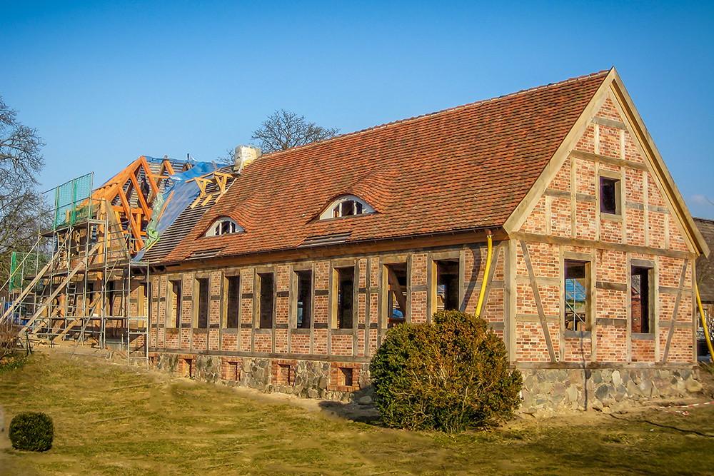 Das Krumbecker Küchen- und Wirtschaftshaus während er Restaurierung