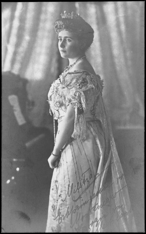 Prinzessin Jutta von Mecklenburg-Strelitz, Titularkönigin von Montenegro. Ihr Mann verklagte noch 1931 eine Journalisten der seiner Fau ein Verhältnis mit einem Lakeien unterstellte.